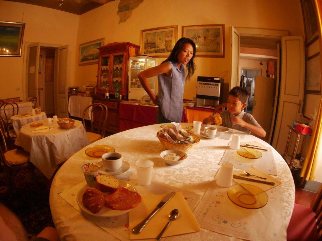 The breakfast area, Albergo Anna.