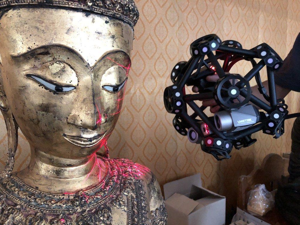 Creaform Metra 3D scanning a Buddha.