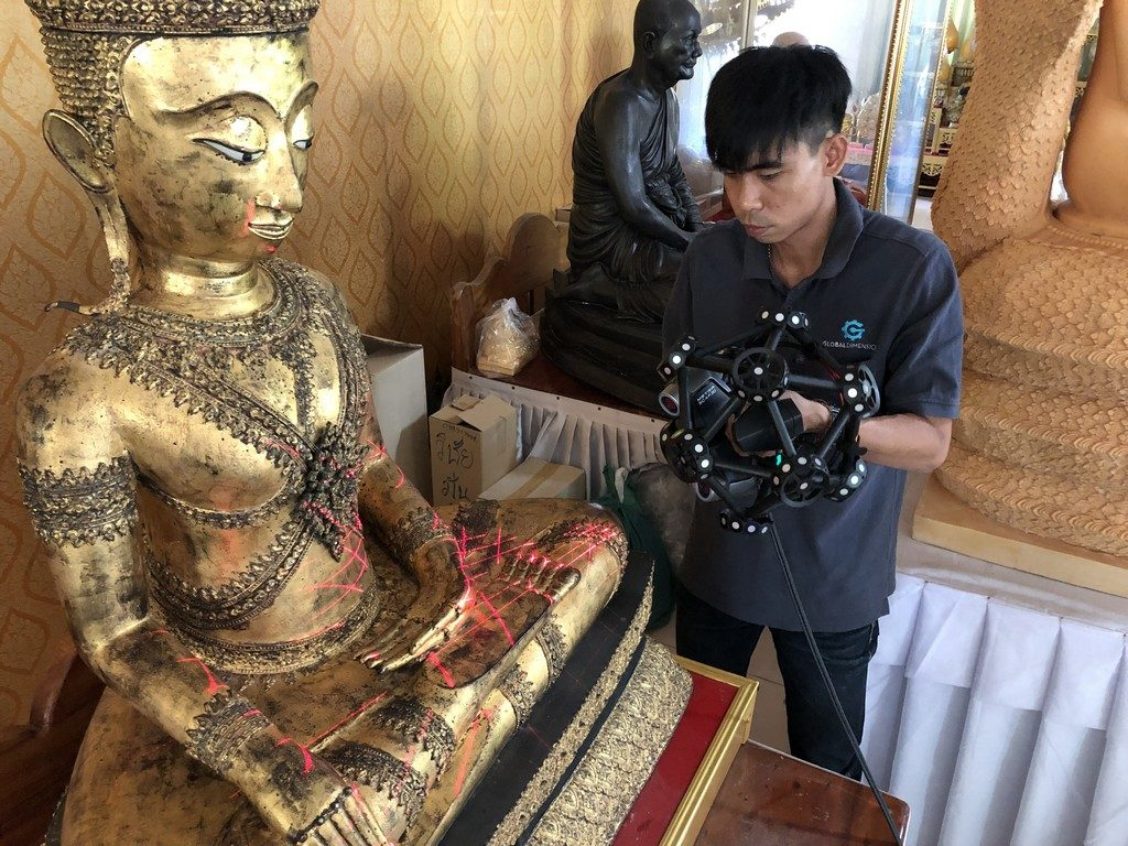 Khun Fluke has scans this Buddha in several shots.